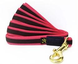 Поводок для собак прорезиненный 20мм*5м красный карабин бронза - фото 13110